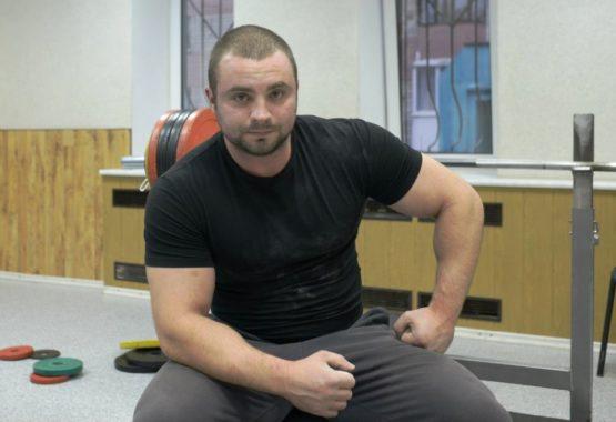 Знакомьтесь! Колосовский Сергей Александрович – мастер спорта международного класса по жиму штанги лежа.