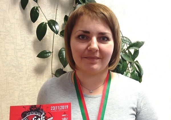 Знакомьтесь! – Ольга Васильевна Скаржевская,лаборант химического анализа цеха №10, на заводе работает с 2013 года.