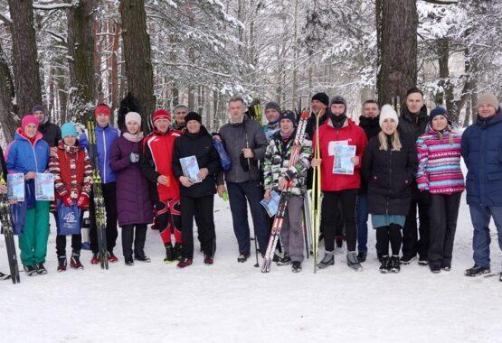 Зимы разгар – вставай на лыжи!